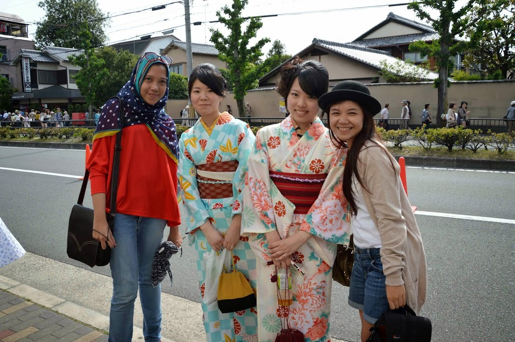 Meet the locals in Yukata!