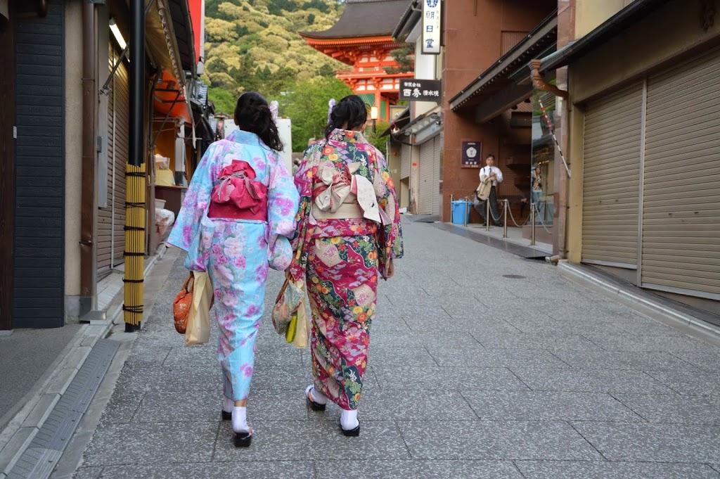 Heading to Kiyomizudera
