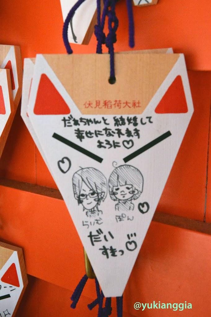 Menggantung Doa di Fushimi Inari