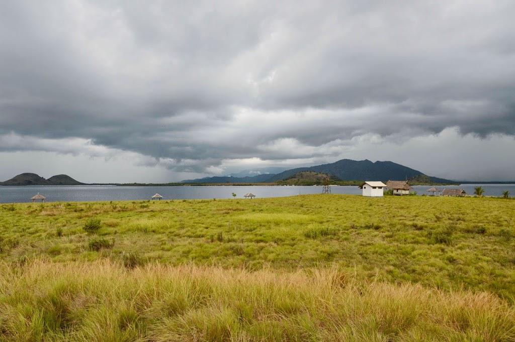 Awan gelap dilihat dari lokasi tenda