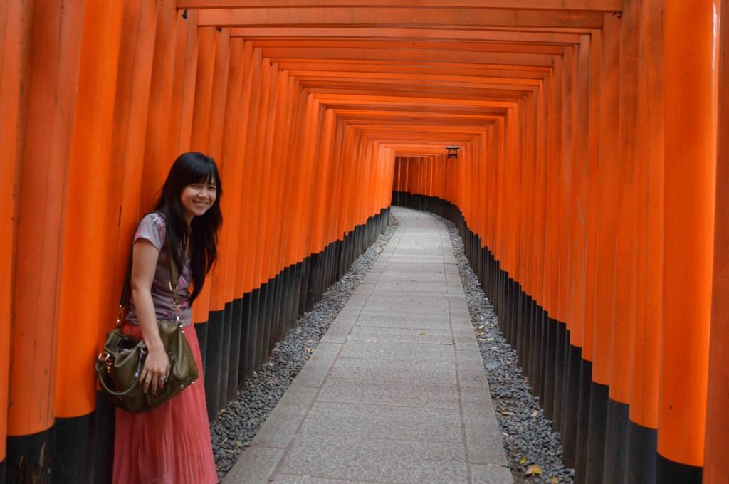 Barisan torii di Fushimi Inari Shrines