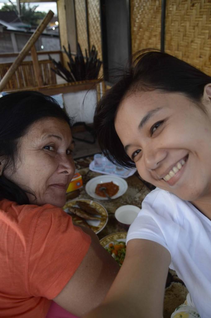Makan malam di homestay di Labuhan Aji, Moyo