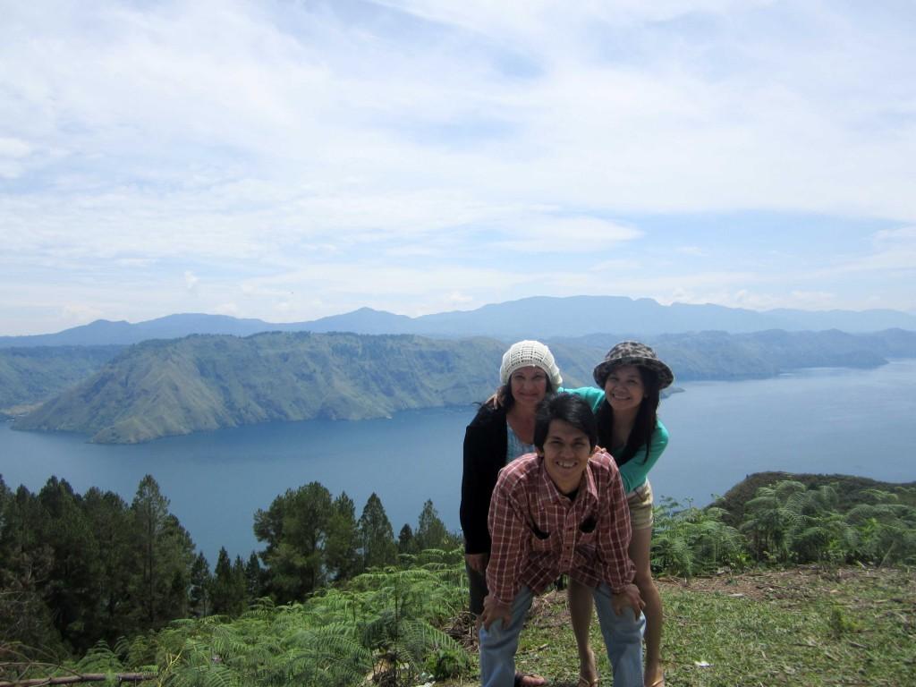 Bersama Abang dan Mami di Onan Runggu, Samosir