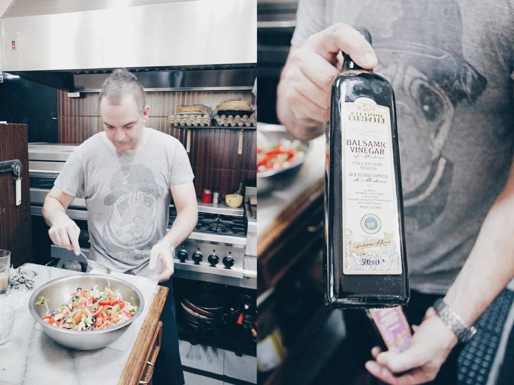 Chef Niko menyiapkan makan siang untuk kami