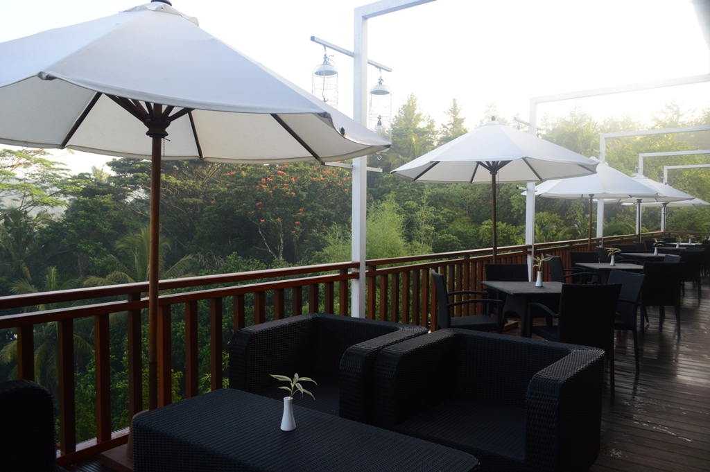 Suasana di Pringgodani Cafe di Hotel Puri Asri