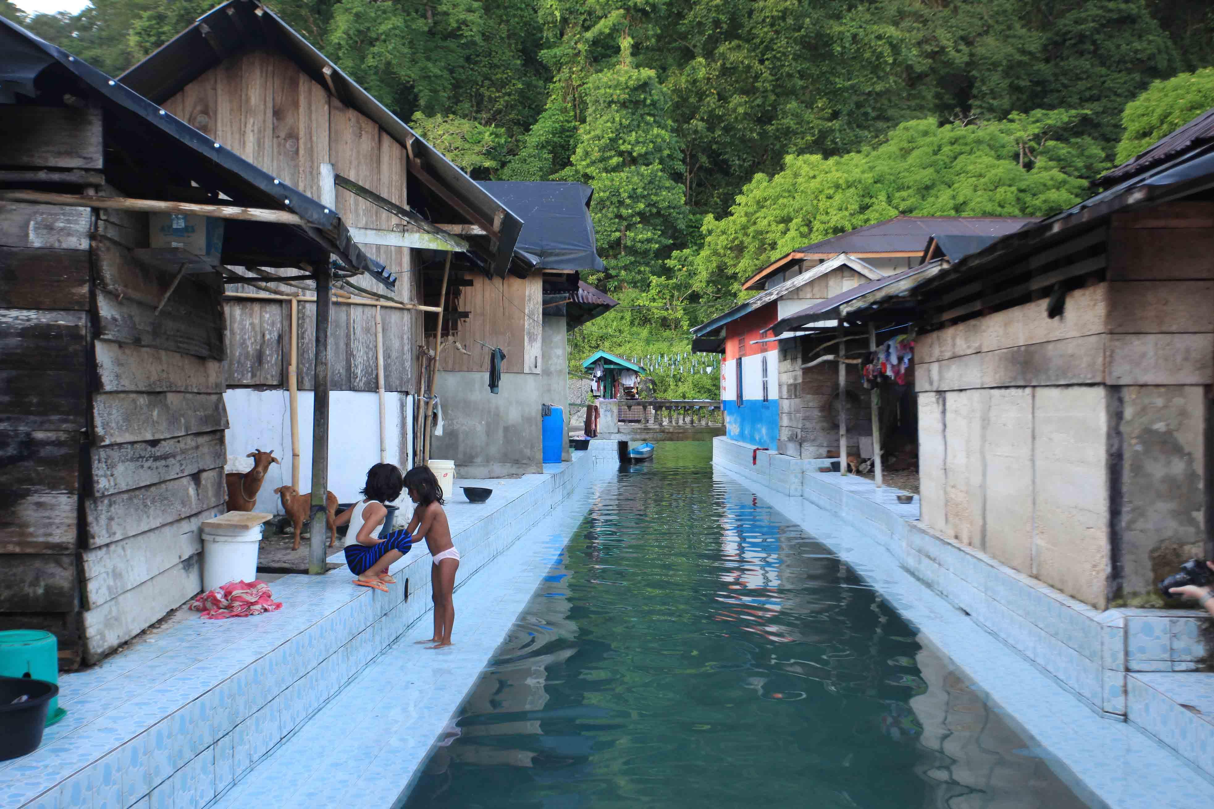 Sumber air bersih warga Desa Sawai