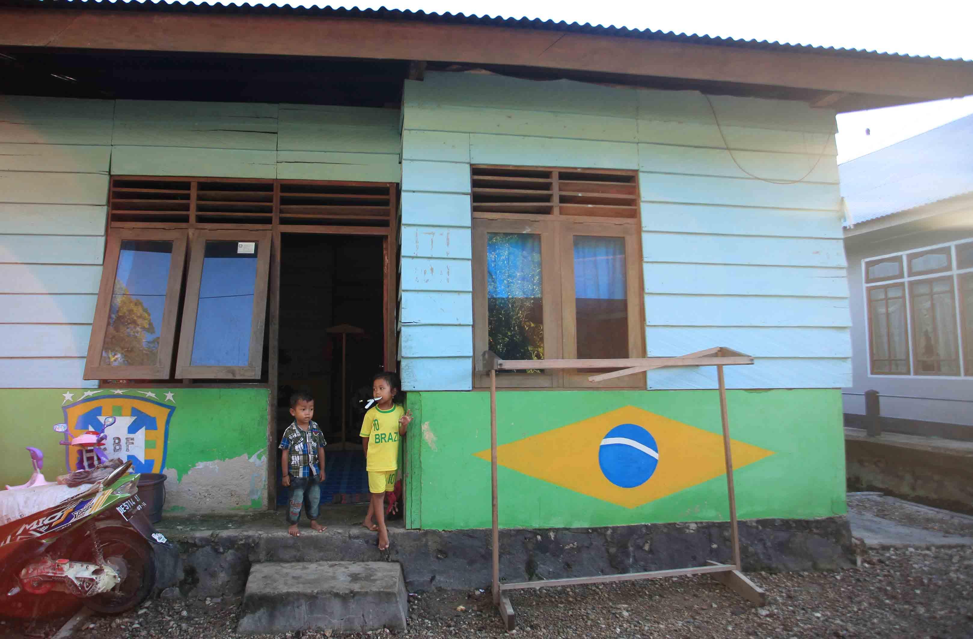 Rumah bercat bendera Brazil