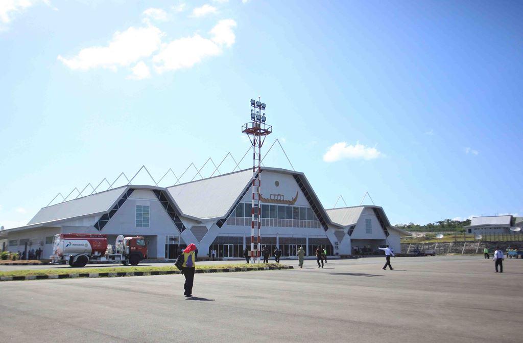 Bandara Internasional Karel Satsuitubun
