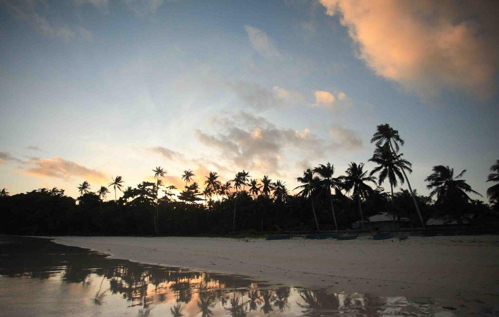 Menjelang senja di Pantai Madwaer