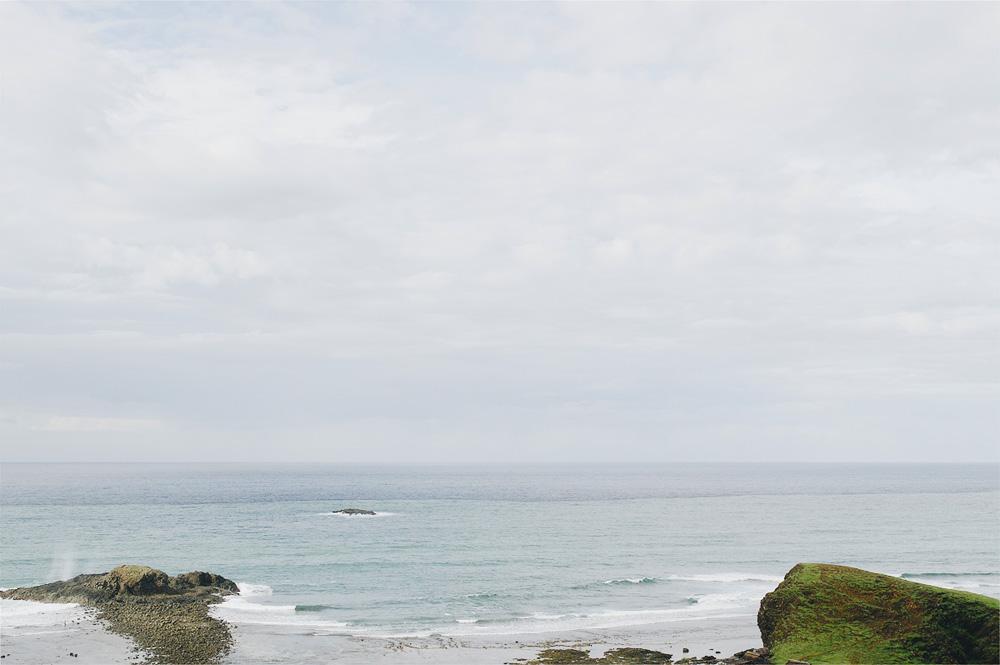 Lepas pantai yang dipenuhi batu karang