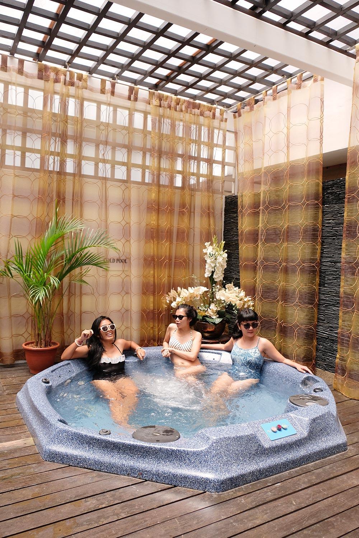 ohelterskelter.com village hotel albert court